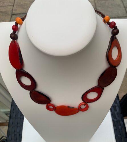 Genuina handgjorda halsband